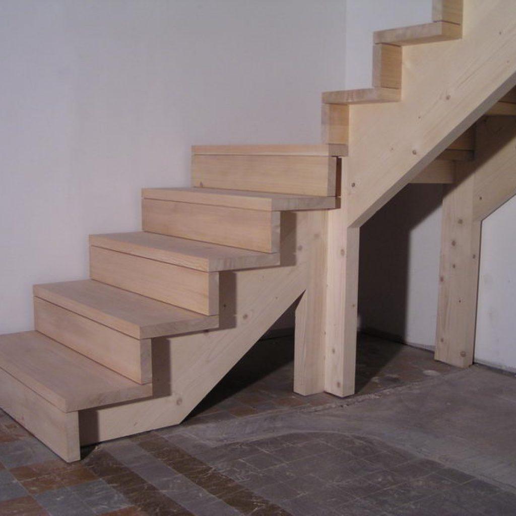 04 03 escalier 1 4 tournant avec palier et contre marche espace bois. Black Bedroom Furniture Sets. Home Design Ideas