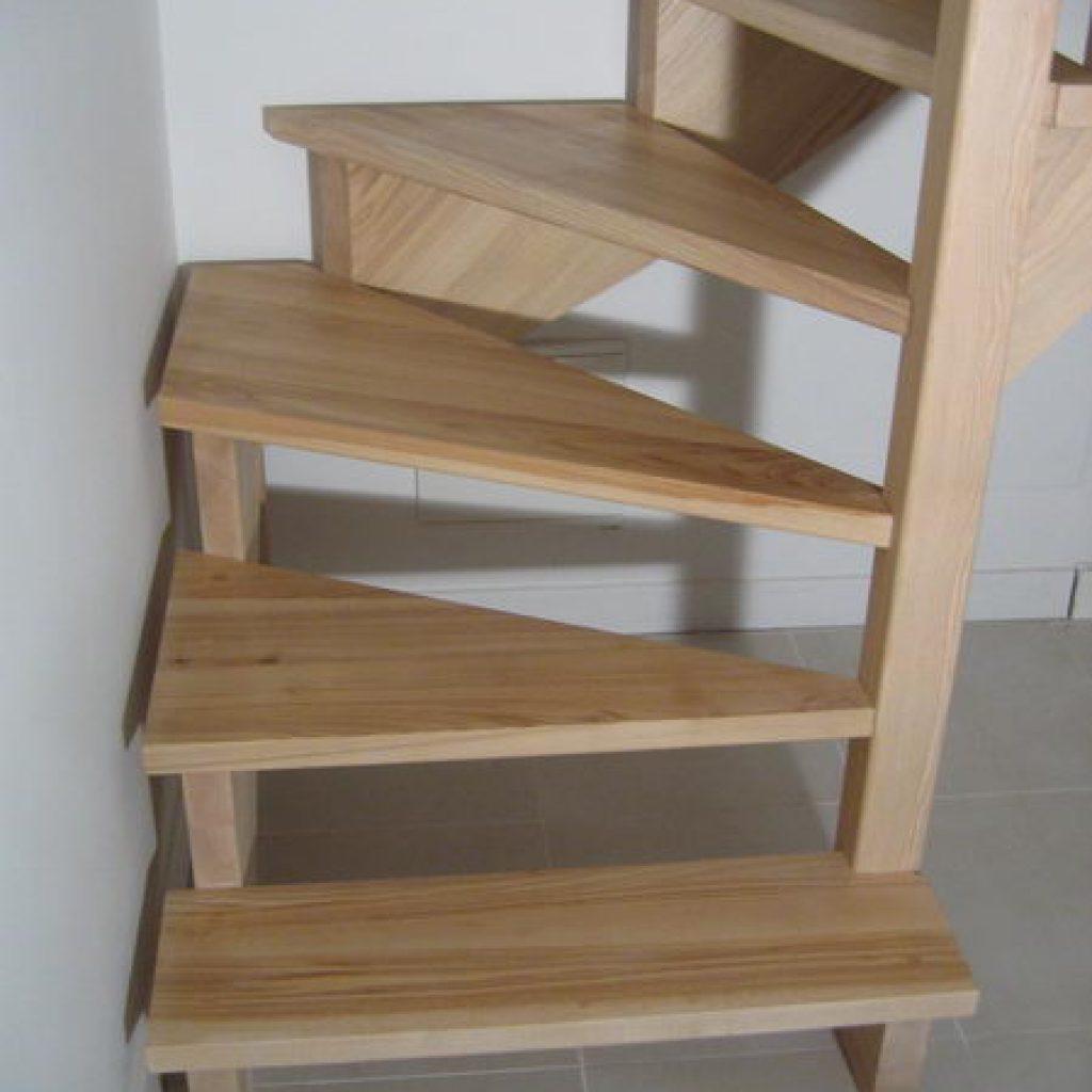 08 07 escalier 1 4 tournant sur cr maill re espace bois. Black Bedroom Furniture Sets. Home Design Ideas